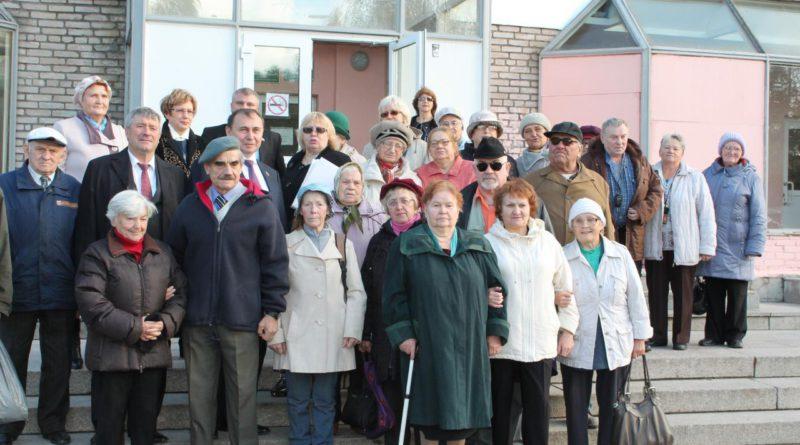 Активисты общества слепых посетили парад-экспозицию военной техники