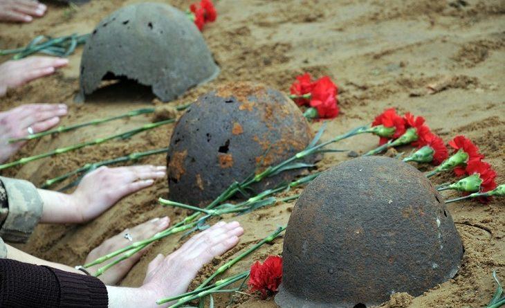 Новгородские поисковики передали для захоронения на родине останки двух красноармейцев